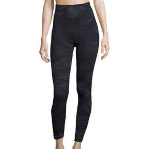 SPANX CAMO Leggings Sz M Black & Grey NWT